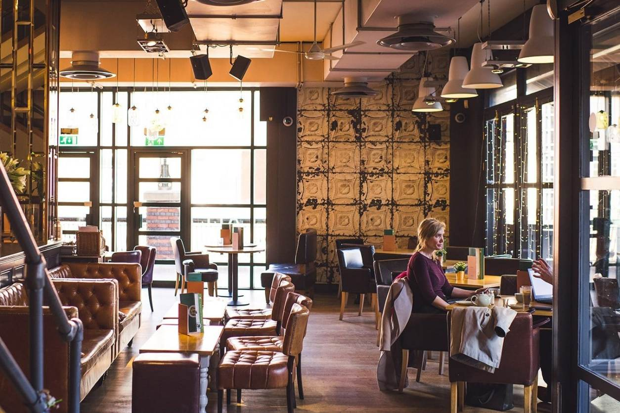 couple-at-restaurant-table-at-all-bar-one-brindleyplace-bottomless-brunch-birmingham
