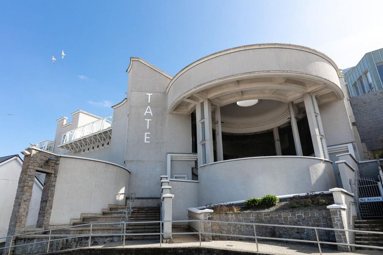 exterior-of-tate-art-gallery-in-st-ives-on-sunny-day