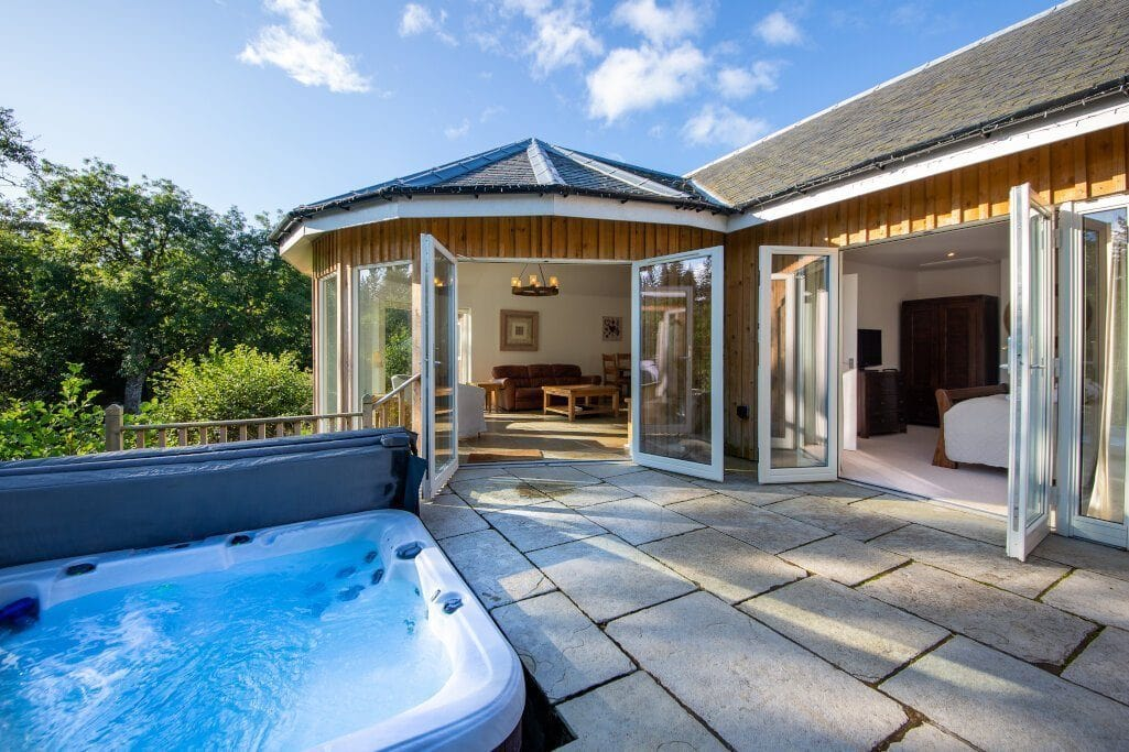 glen-lochay-lodge-on-sunny-day-lodges-with-hot-tubs-scotland