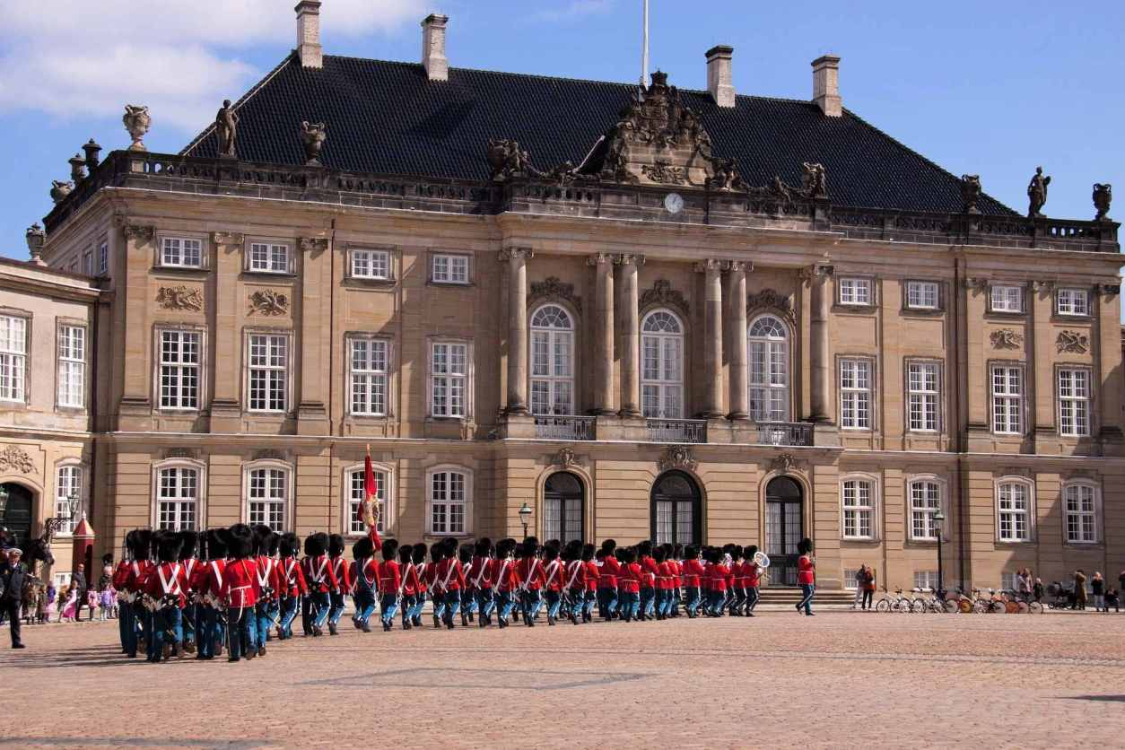 guards-walking-in-square-outside-amalienborg-palace