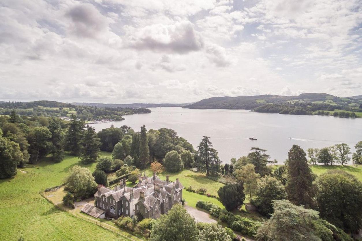 huge-mansion-lake-house-amid-trees-in-crowd-by-lake-windermere