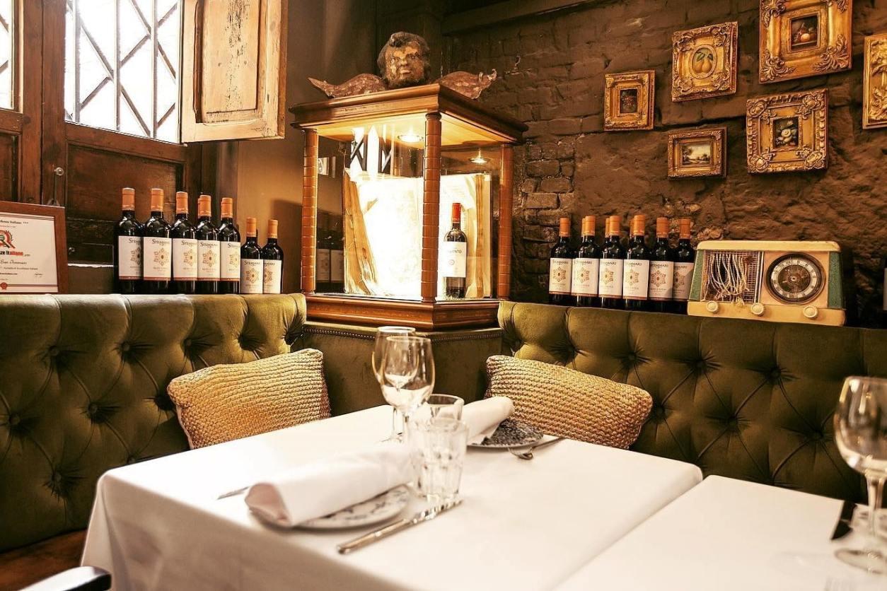 italian-restaurant-in-wine-cellar-san-tommaso
