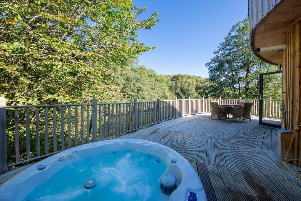 large-balcony-of-otters-holt-dome-house-with-hot-tub-and-table-lodges-with-hot-tubs-scotland