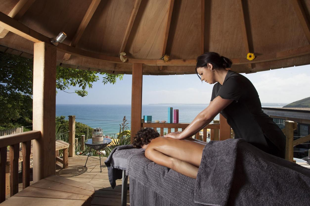 massage-therapist-giving-massage-in-seaside-hut-at-carbis-bay-hotel-and-spa-indoor-activities-cornwall