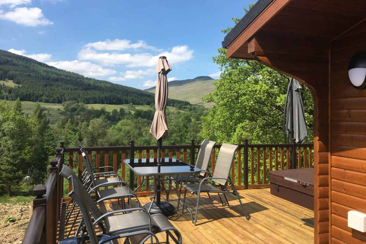 mountain-views-from-balcony-of-teaghlach-luxury-lodge