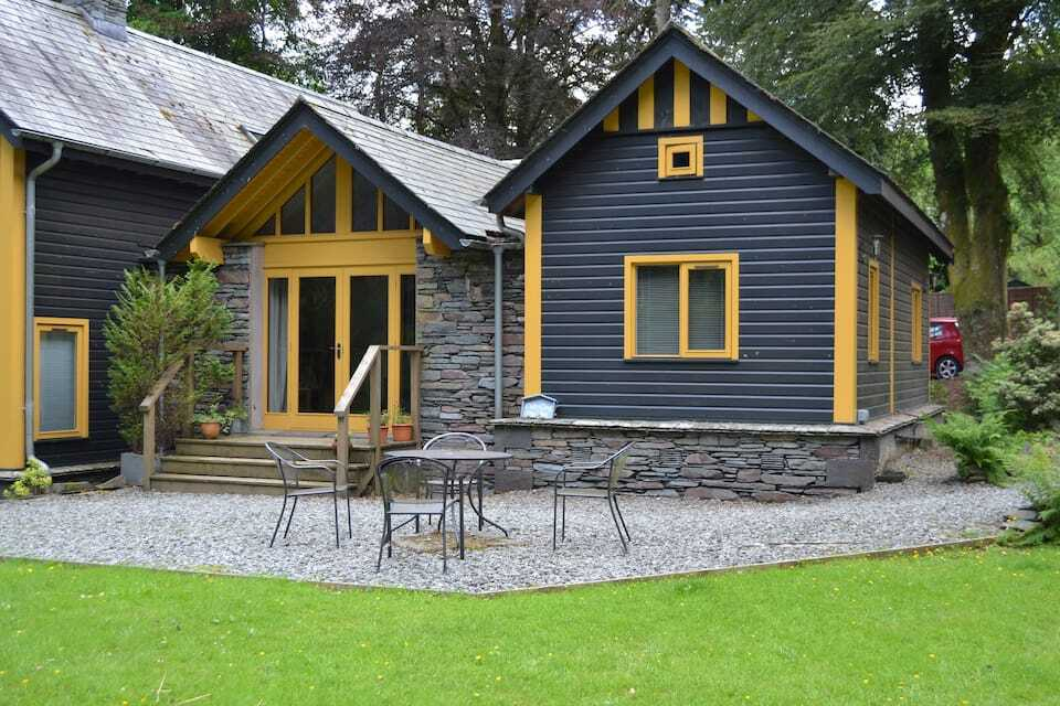 avy-and-yellow-carr-crag-pavilion-cottage-with-outside-seating-area-in-garden