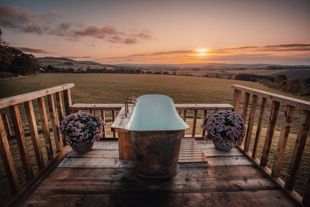 outdoor-bathtub-on-decking-of-maylies-huts-in-the-hills-glamping-northumberland