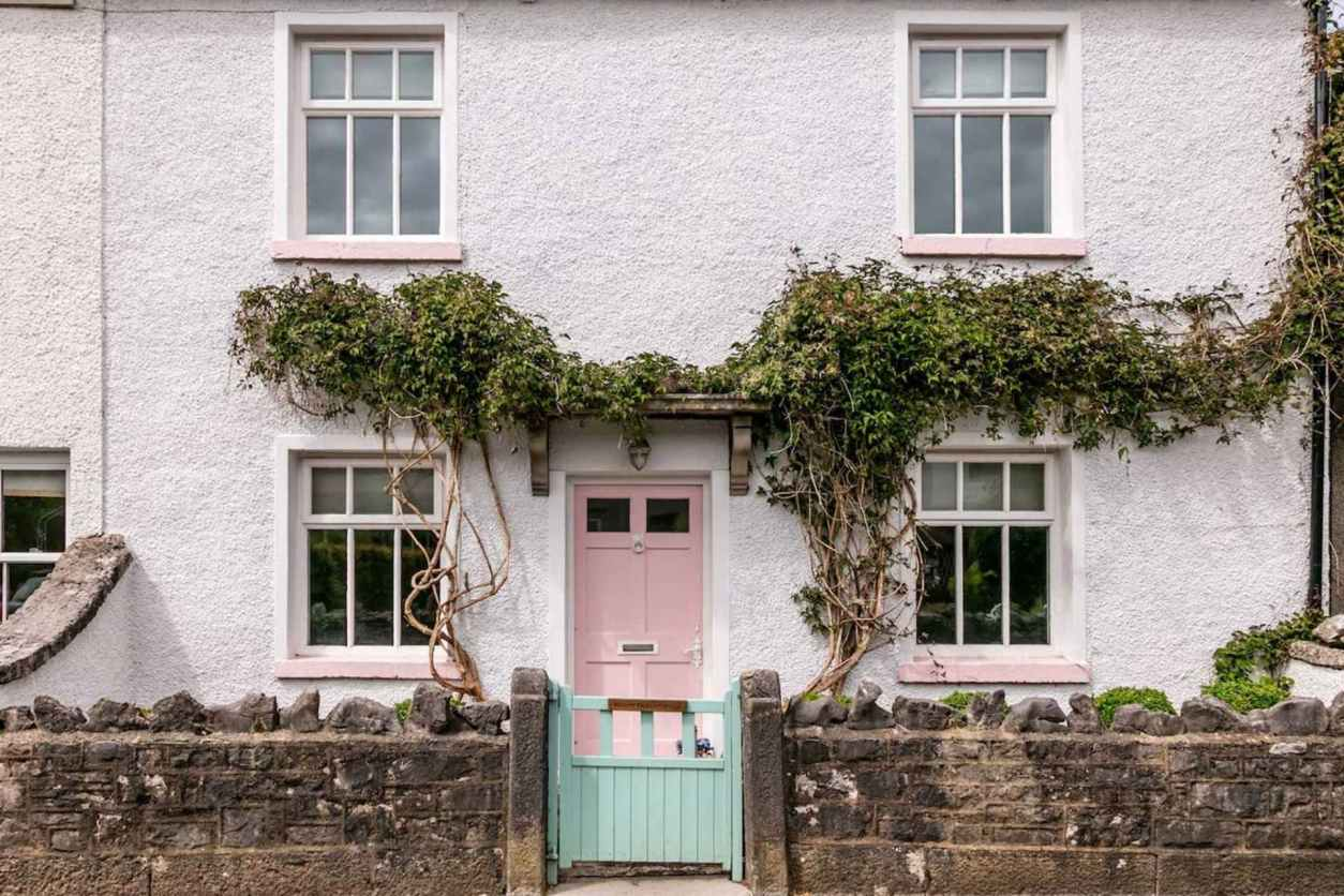 quaint-white-country-cottage-the-nest-in-cartmel-with-pink-door-and-teal-gate