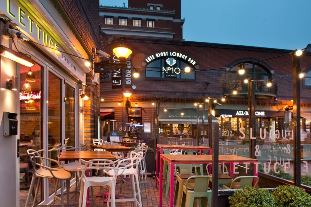 slug-and-lettuce-outdoor-restaurant-seating-at-night-bottomless-brunch-birmingham