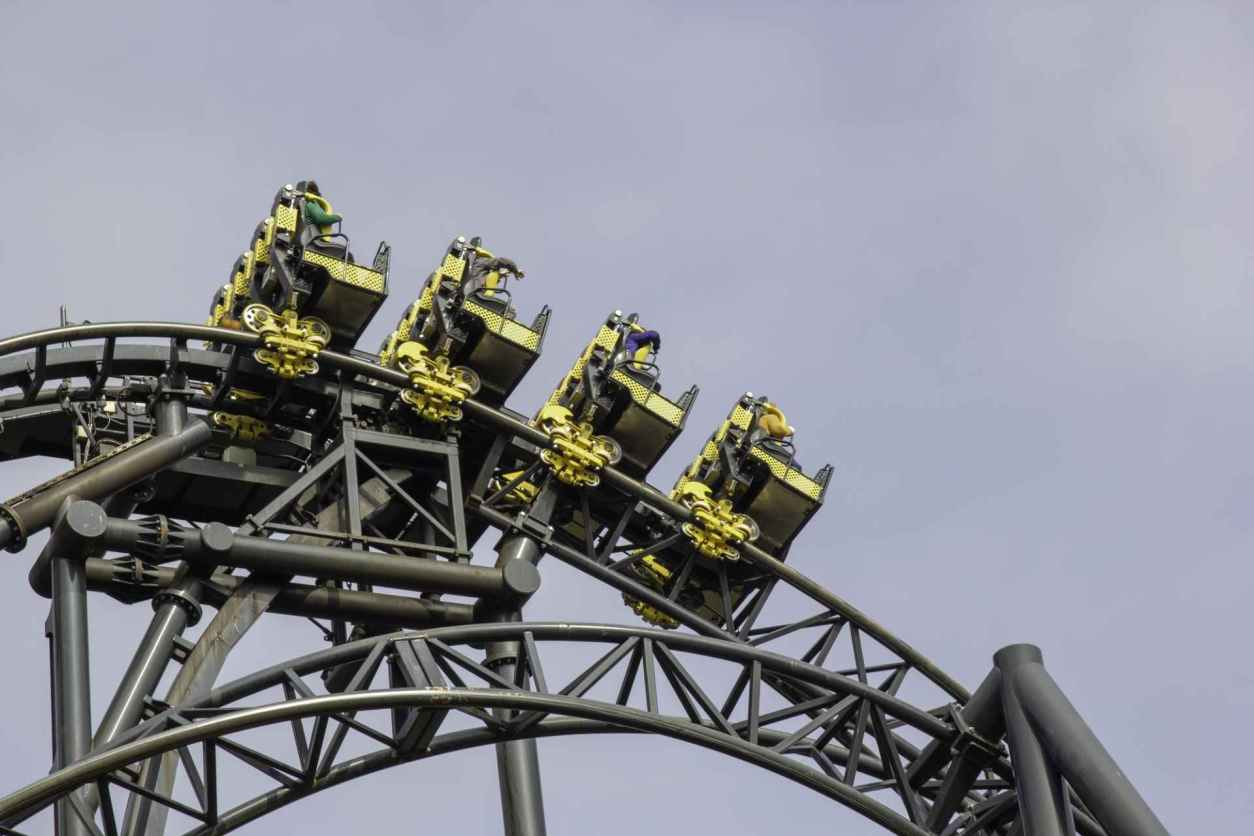 smiler-rollercoaster-at-alton-towers-on-cloudy-day