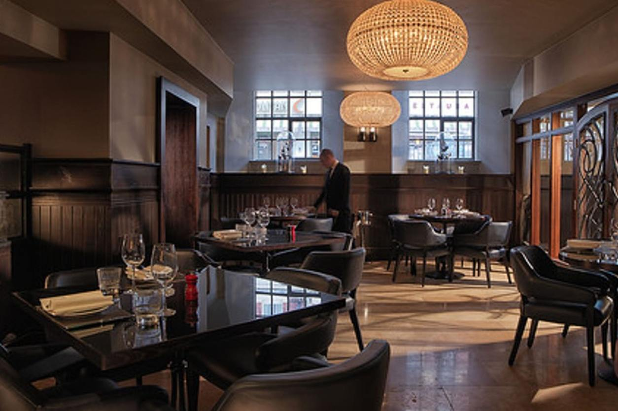 tables-in-fancy-chez-mal-restauarant-at-malmaison-hotel