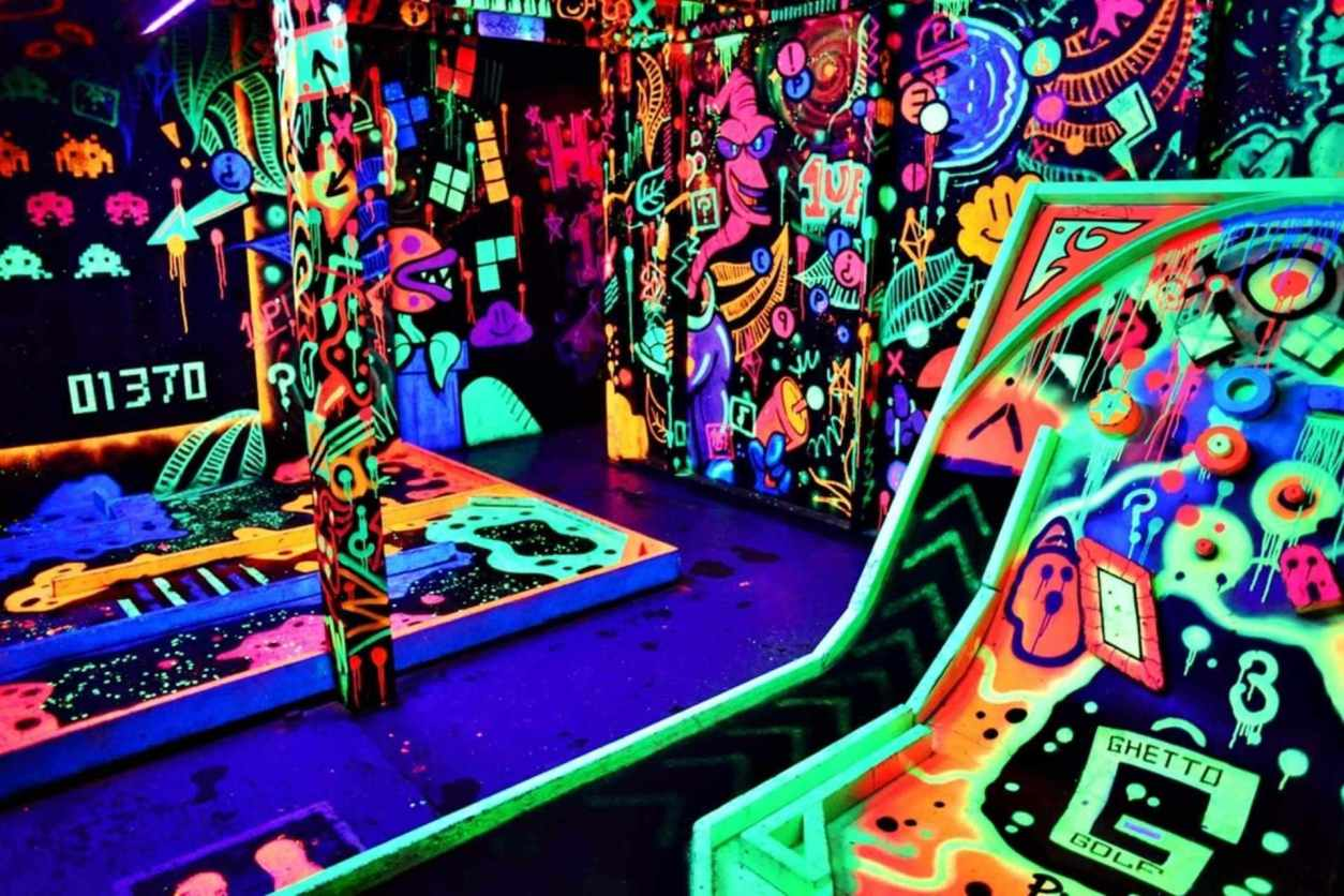 ©ghetto-golf-indoors-crazy-golf-in-dark-lit-up-by-bright-neon-colours-indoor-activities-newcastle