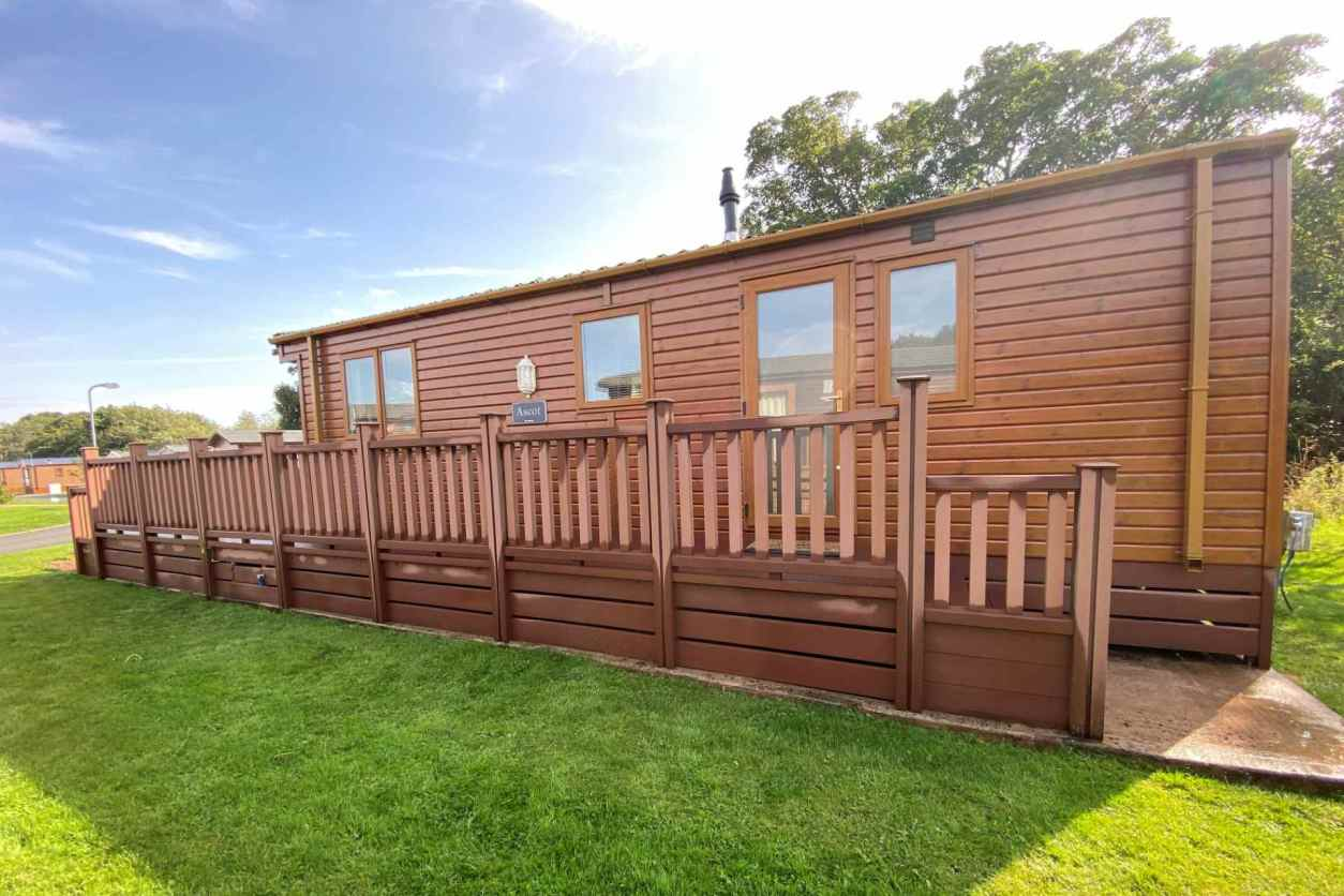ascot-lodge-with-decking-on-sunny-day