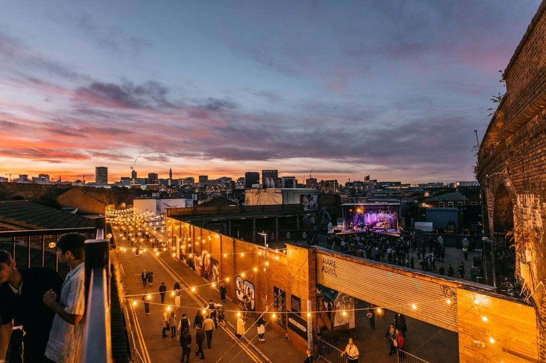 band-playing-on-roof-of-the-night-owl-at-sunset-rooftop-bars-birmingham