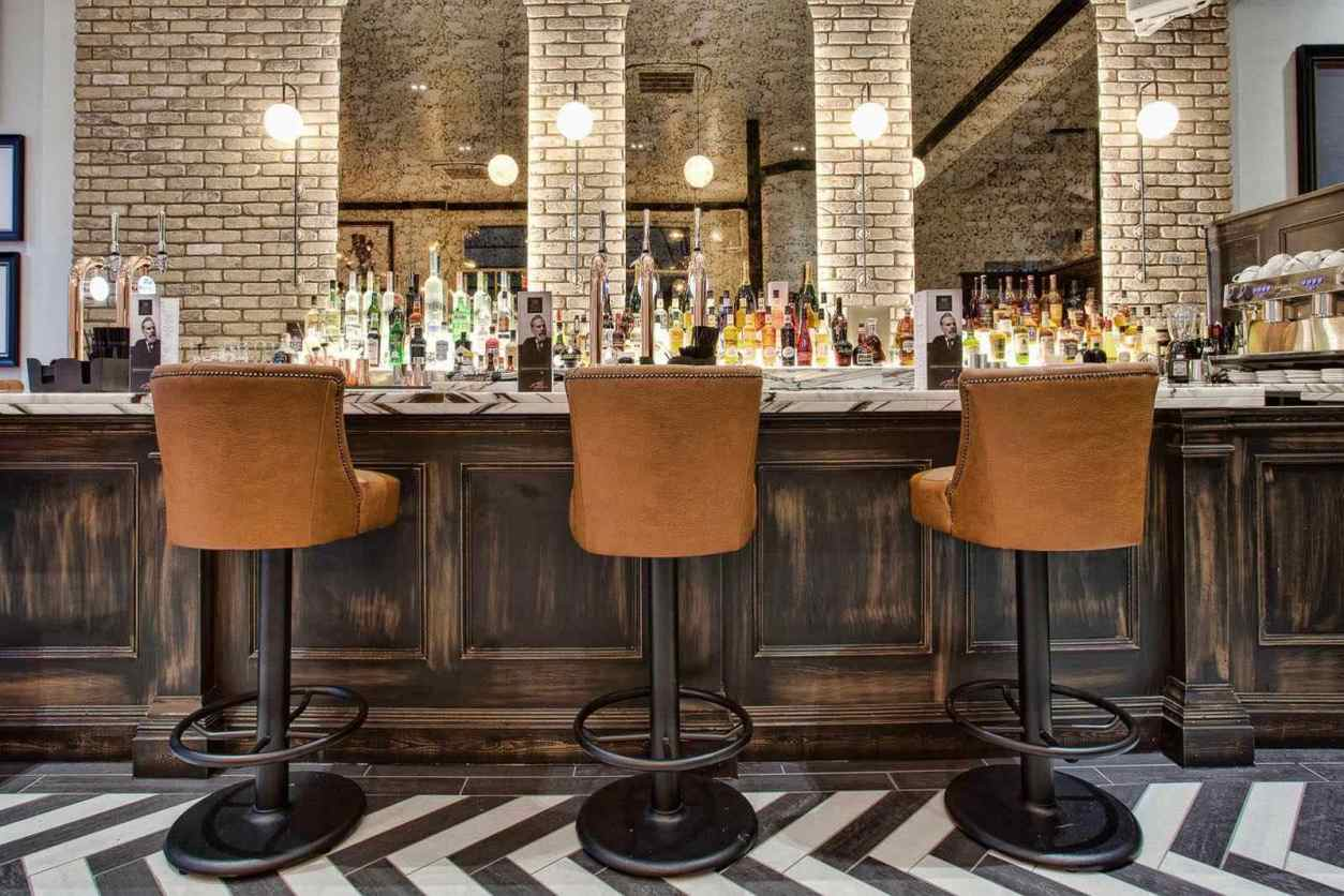 bar-stools-at-bar-at-castle-st-townhouse