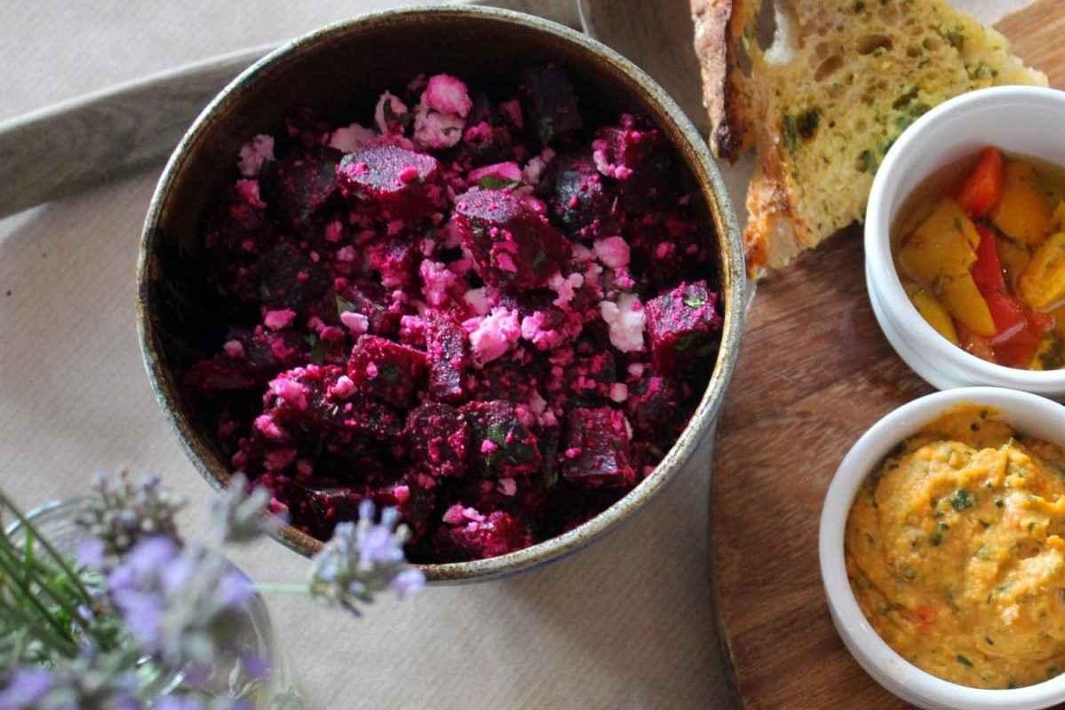 bowls-of-salad-at-inkwell-arts-café