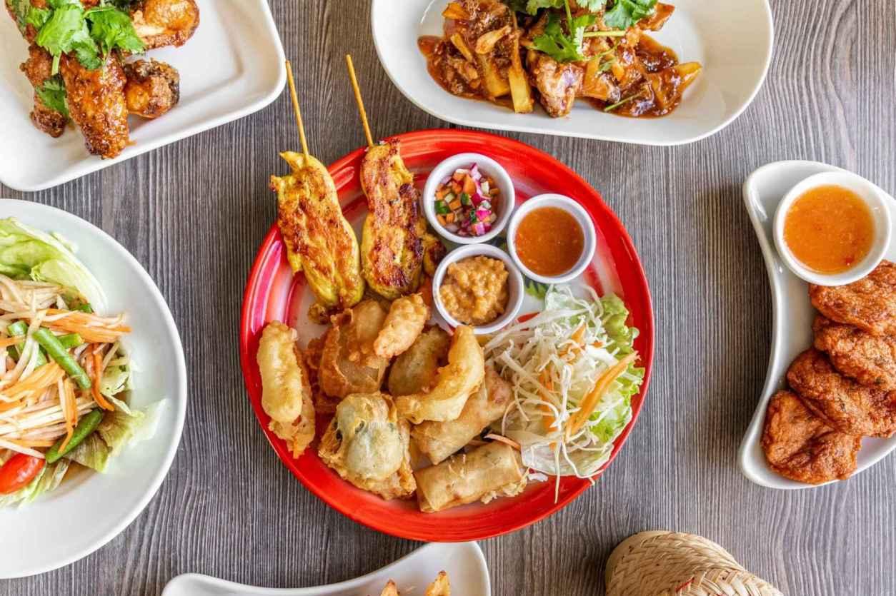 bowls-of-thai-food-at-jinos-thai-cafe