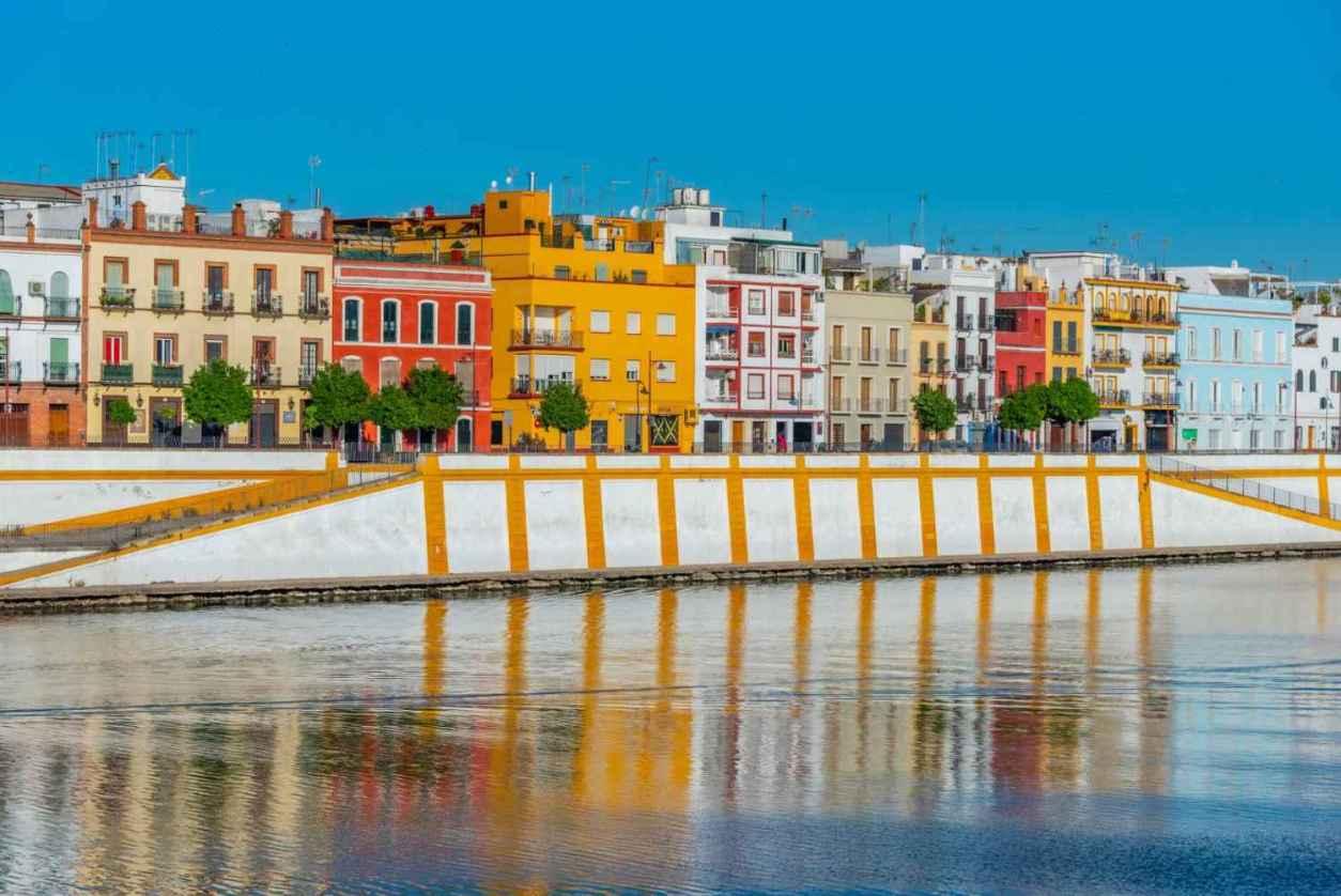 colourful-buildings-of-triana-along-guadalquivir-river