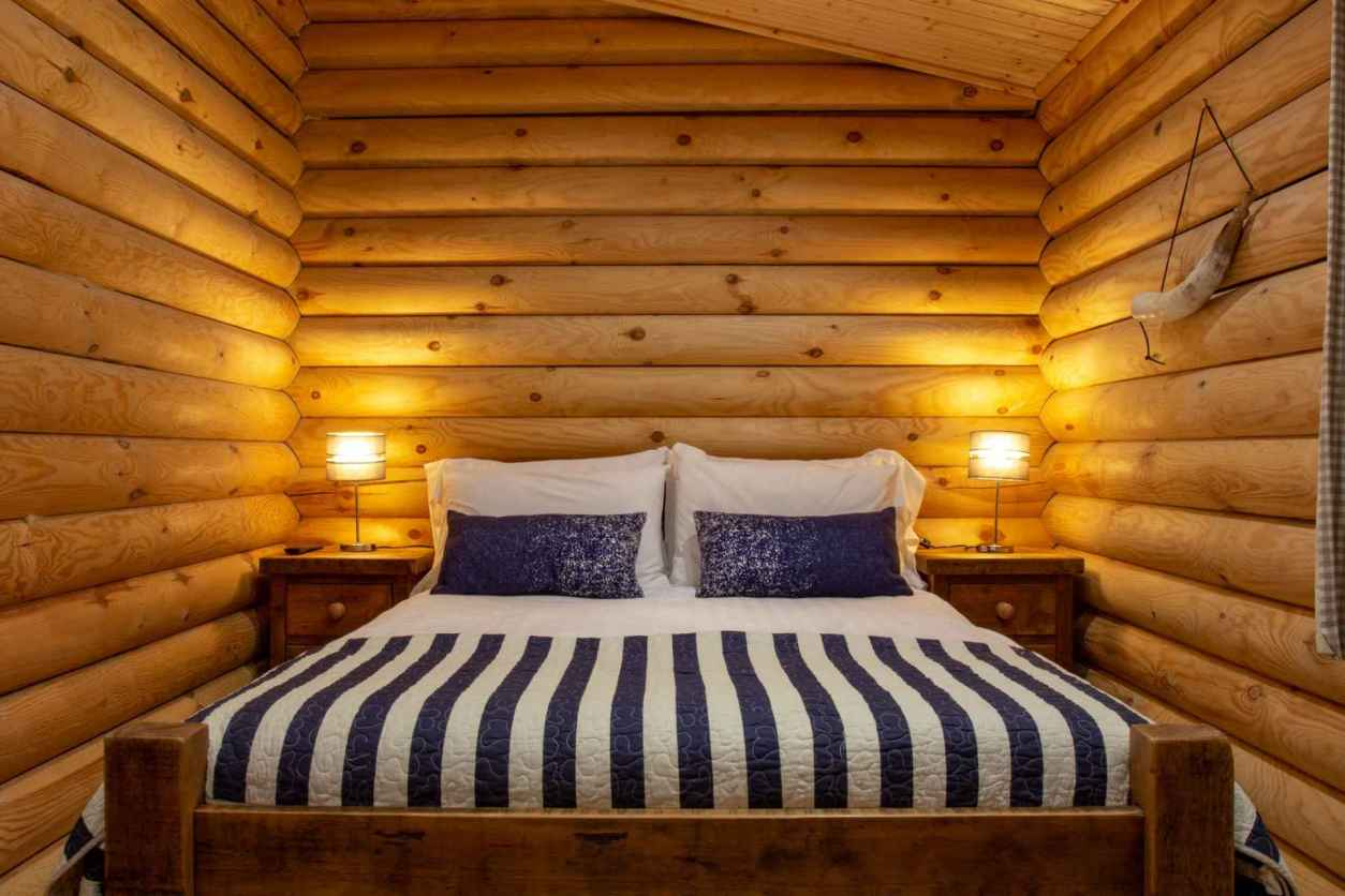 double-bed-in-gingerbread-luxury-log-cabin