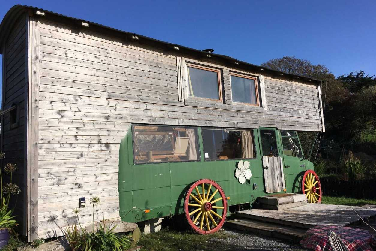 exterior-of-green-wanderly-wagon-at-the-inch-hideaway