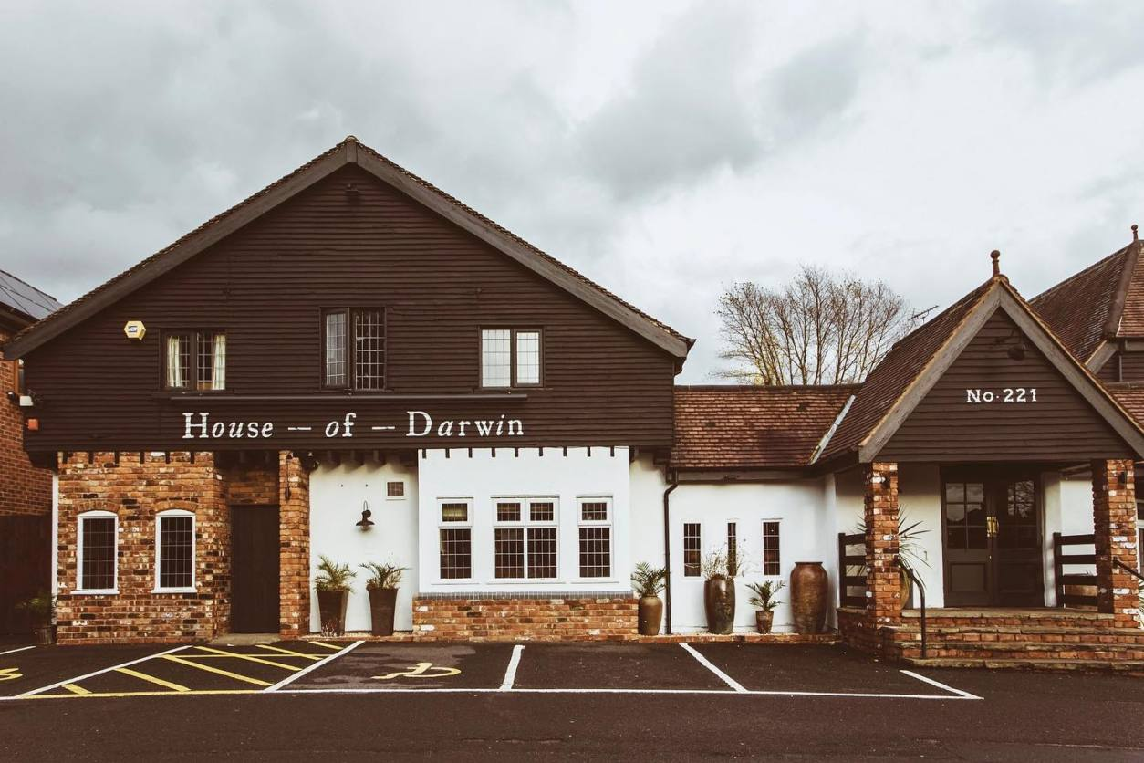 exterior-of-house-of-darwin-pub-on-cloudy-day