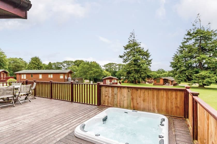 hot-tub-in-decking-of-lodge-at-ruby-country-lodges