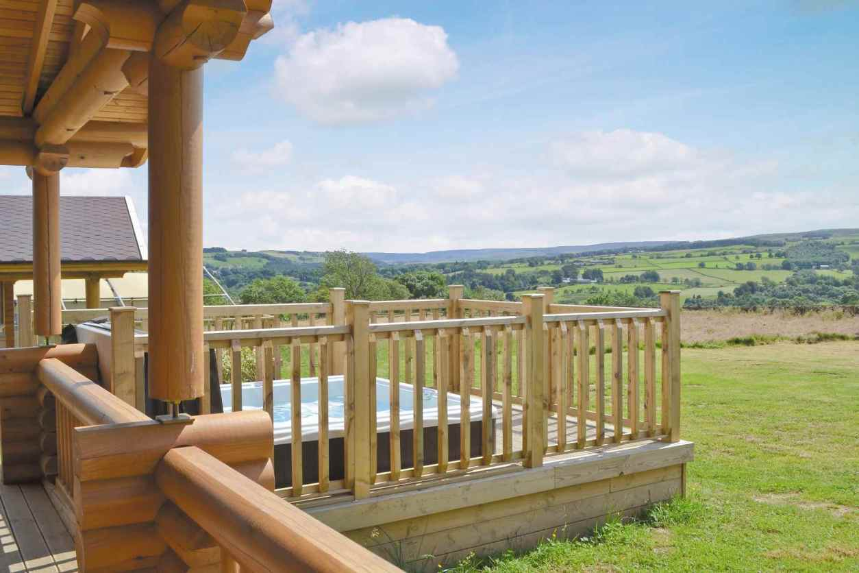 hot-tub-in-decking-of-staward-lodge-overlooking-fields-lodges-with-hot-tubs-northumberland
