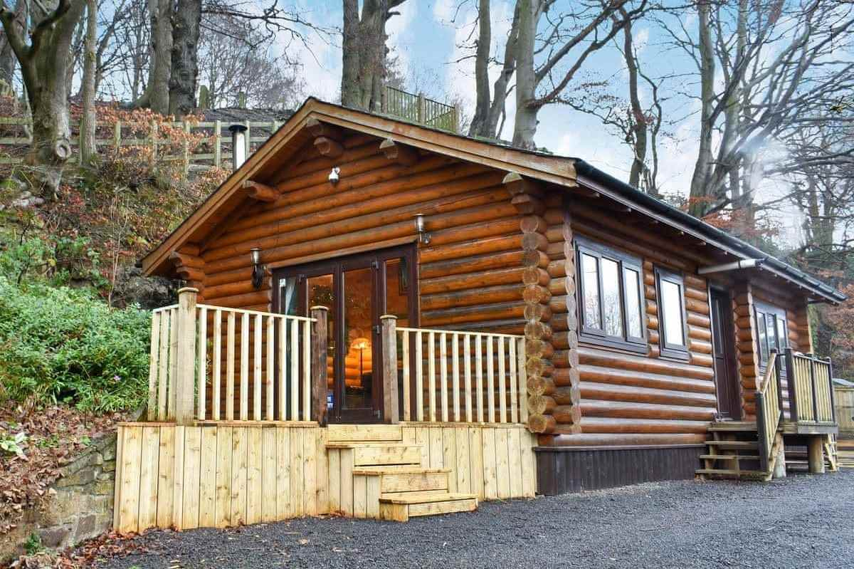 howburn-log-cabin-with-outdoor-decking