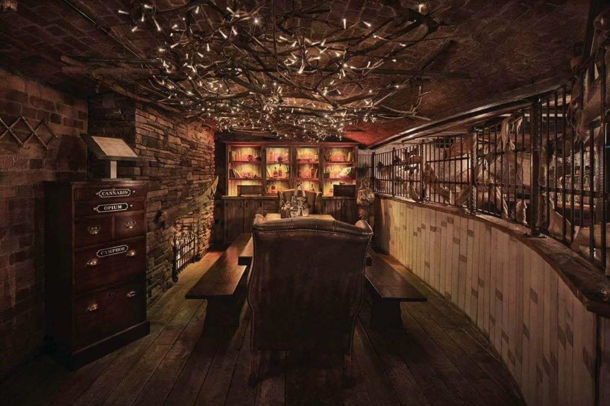 inside-a-dark-pirate-themed-bar-at-the-smugglers-cove