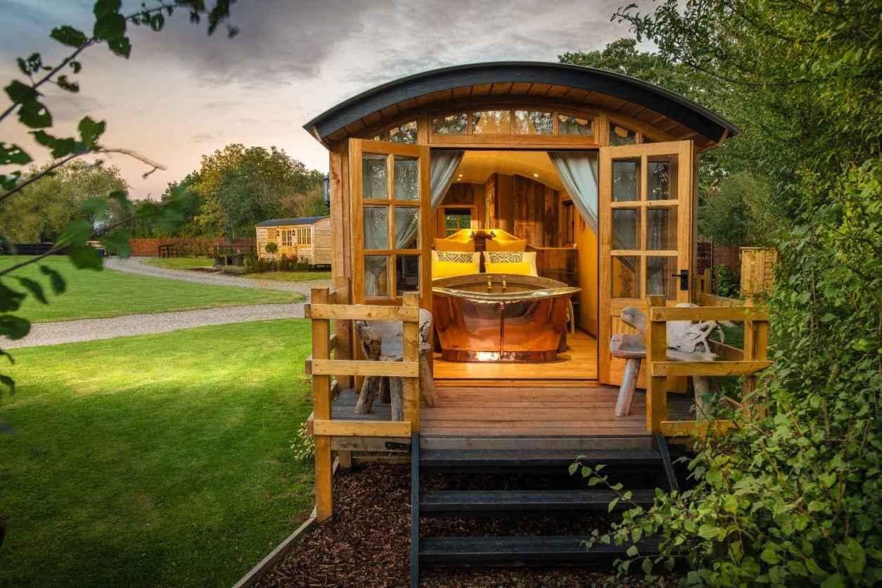 ockeridge-rural-retreats-shepherds-hut-with-decking-in-field-glamping-worcestershire