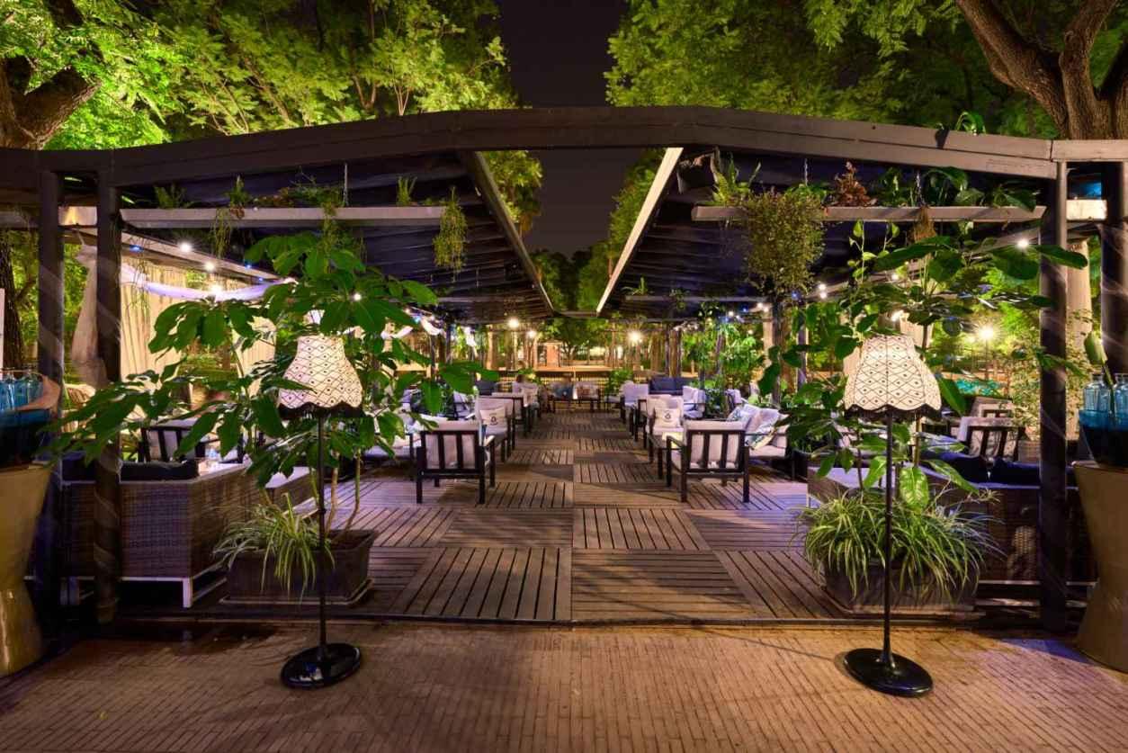 outdoor-premier-garden-cocktail-bar-4-days-in-seville-itinerary