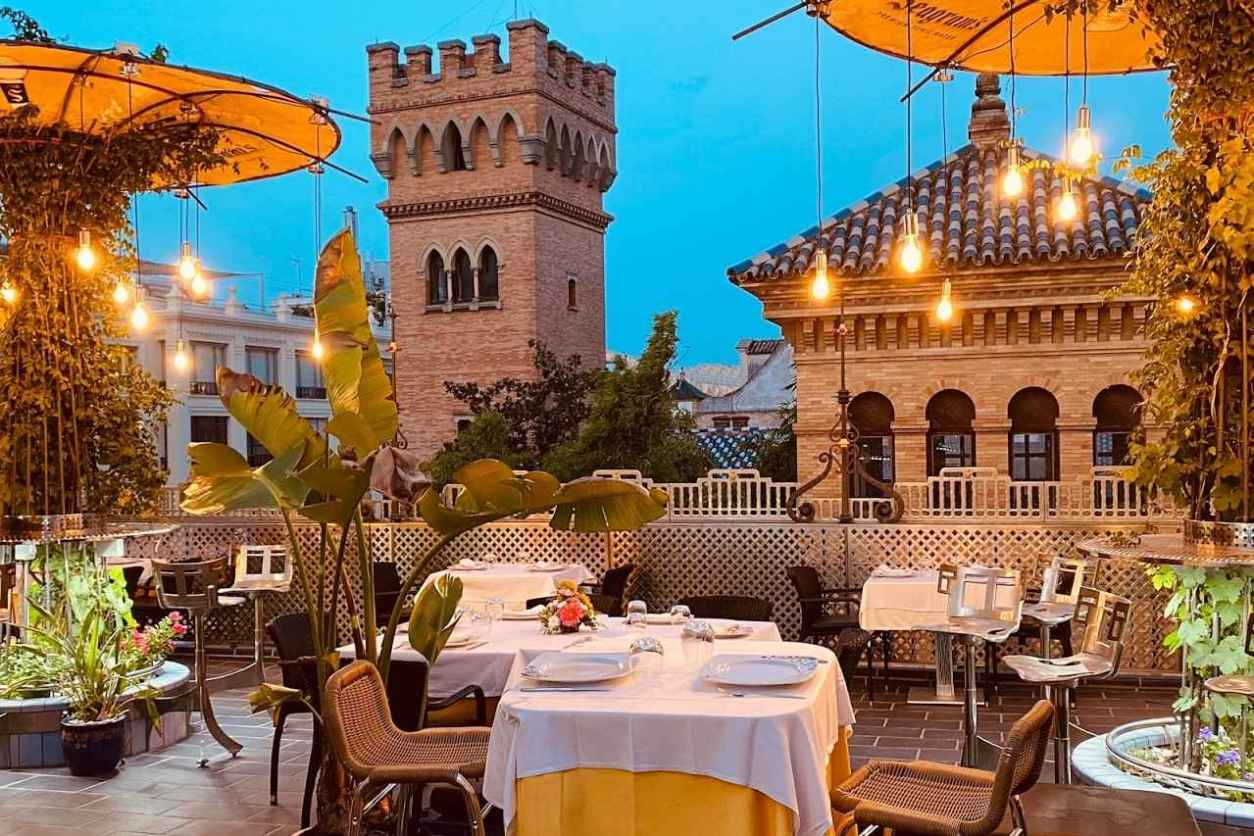 outdoor-seating-at-baco-cuna.2-restaurant-in-evening-4-days-in-seville-itinerary