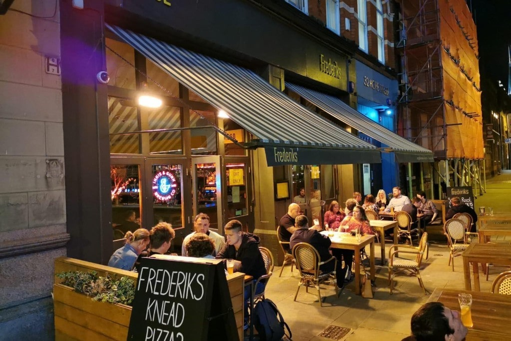 people-drinking-outside-of-frederiks-at-night