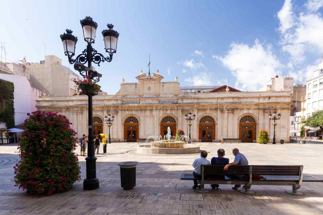 people-sitting-on-bench-in-wercat-central-de-castello-castellon-de-la-plana-day-trips-from-valencia