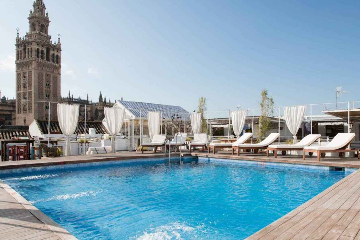 rooftop-pool-and-sun-loungers-at-fontecruz-seises-hotel-4-days-in-seville-itinerary