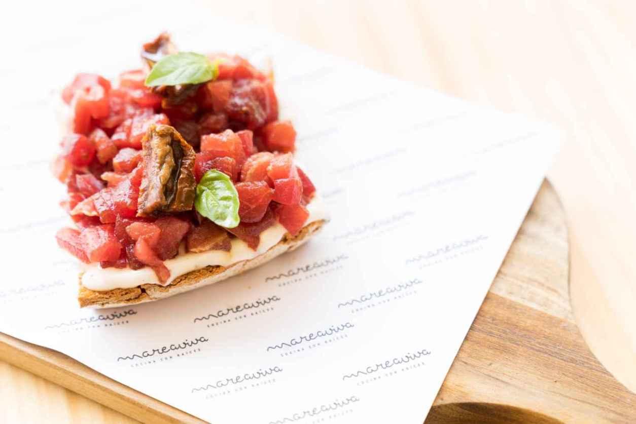 spanish-food-on-table-of-mareaviva-restaurant