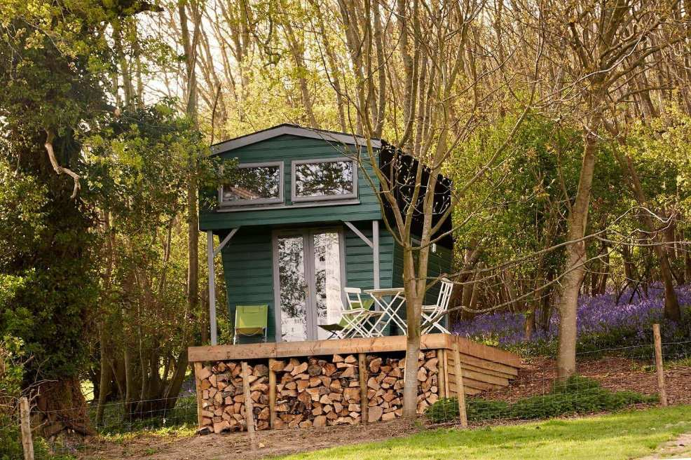 tall-green-the-hut-on-decking-in-forest-glamping-sussex