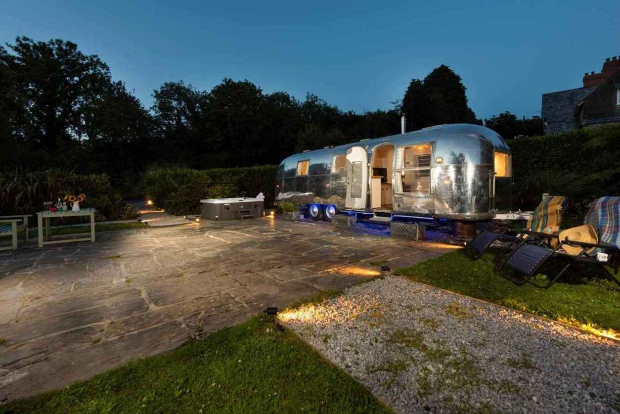 the-cornish-airstream-with-hot-tub-on-patio-at-night