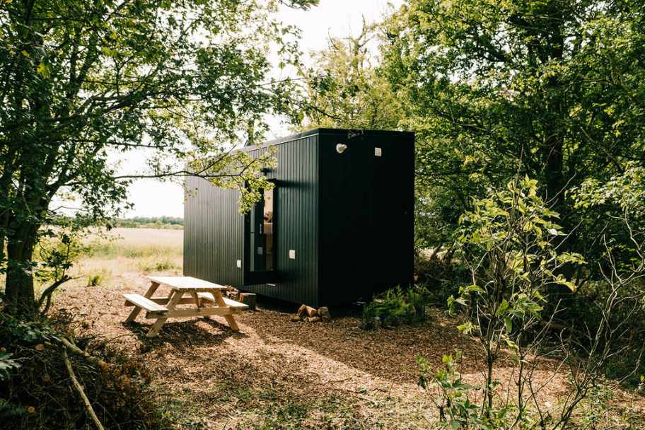 exterior-of-unplugged-digital-detox-cabin-glamping-essex