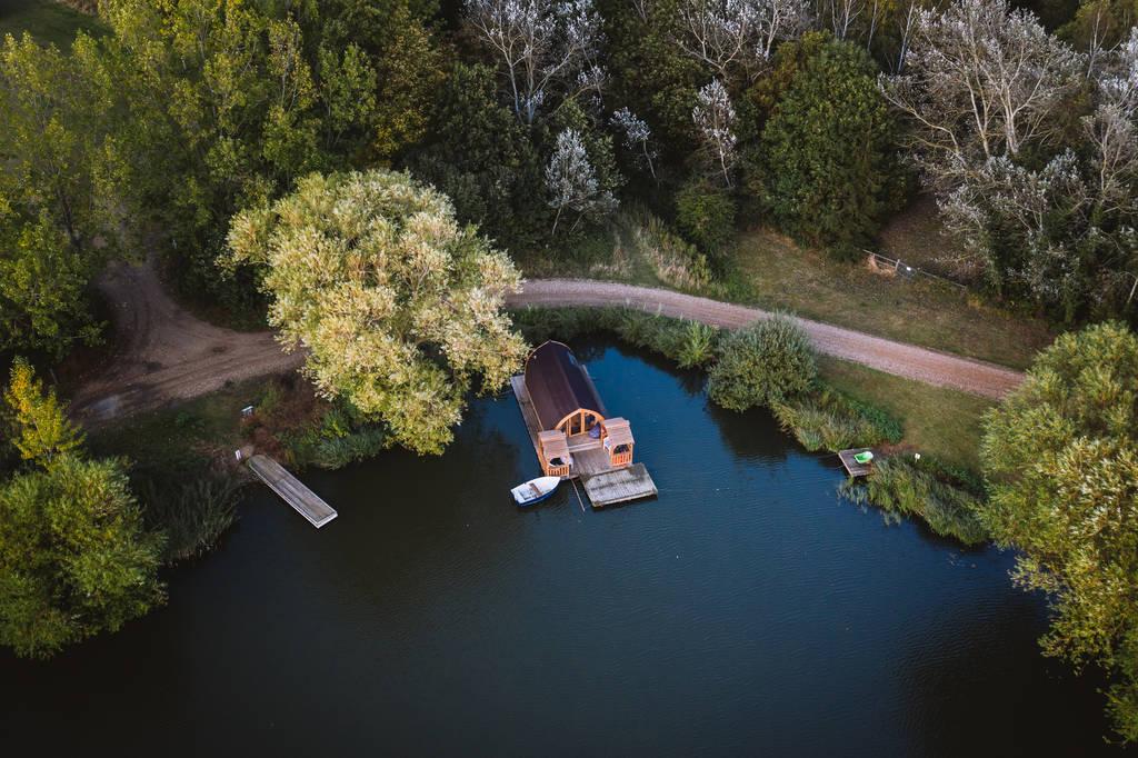 grebes-nest-glamping-pod-on-lake-at-chigborough-farm-glamping-essex