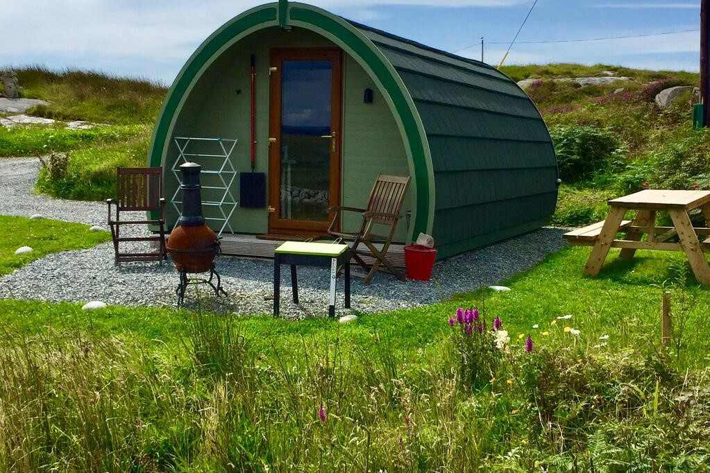green-earls-view-maxi-pod-with-outdoor-seating-glamping-galway