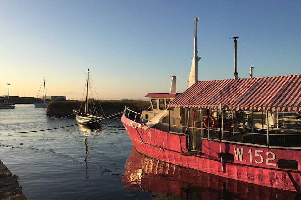 pink-polaris-popcorn-houseboat-on-water