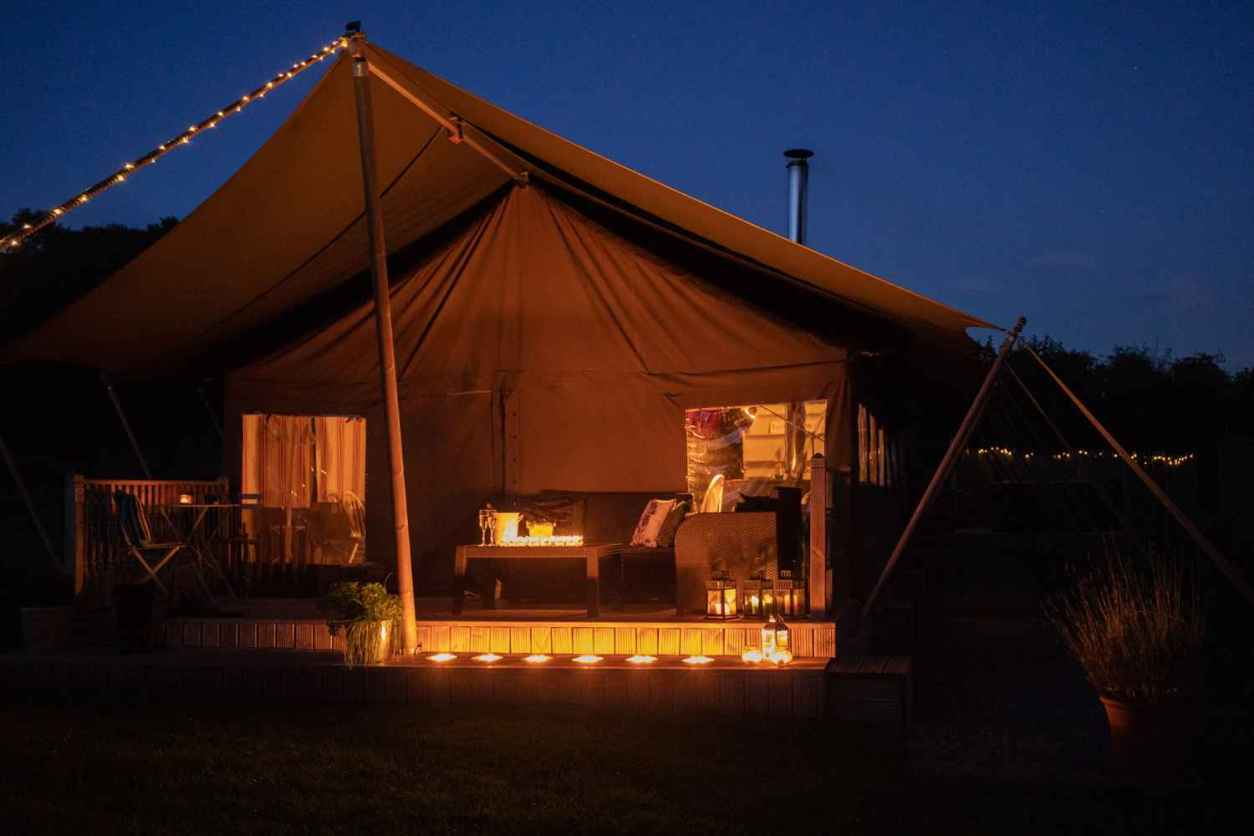 seven-hills-hideaway-safari-tent-lit-up-at-night