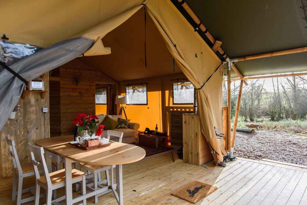 table-on-decking-of-medley-meadow-safari-tent