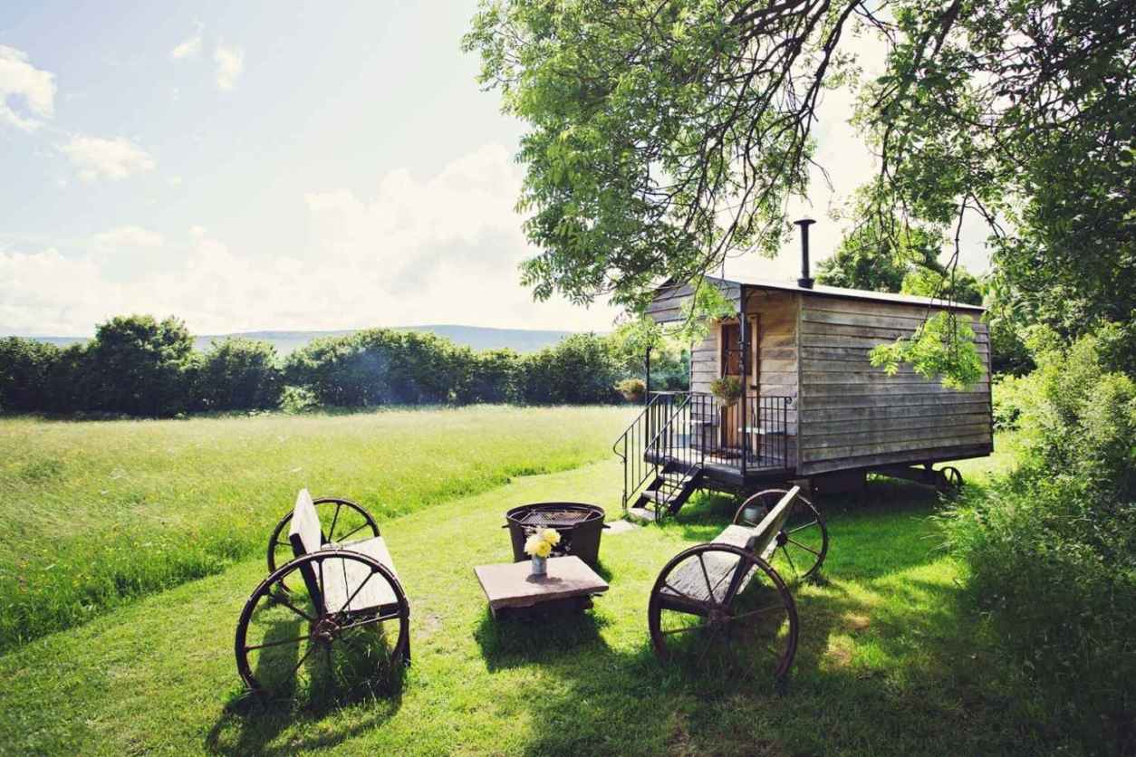 the-hot-tub-hideaway-shepherds-hut-with-outdoor-seating-area-in-field-glamping-south-wales
