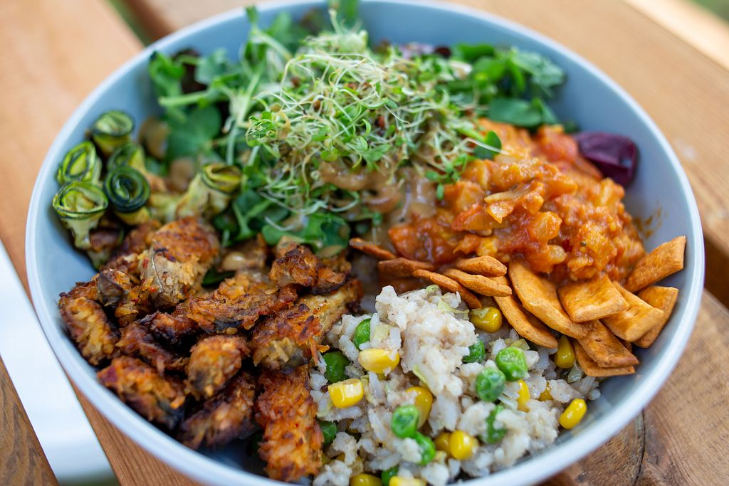 veggie-bowl-at-earth-arts-and-culture-cafe