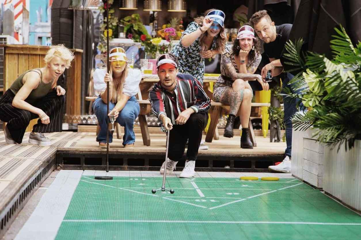 young-people-playing-shuffleboard-at-the-london-shuffle-club-bottomless-brunch-shoreditch