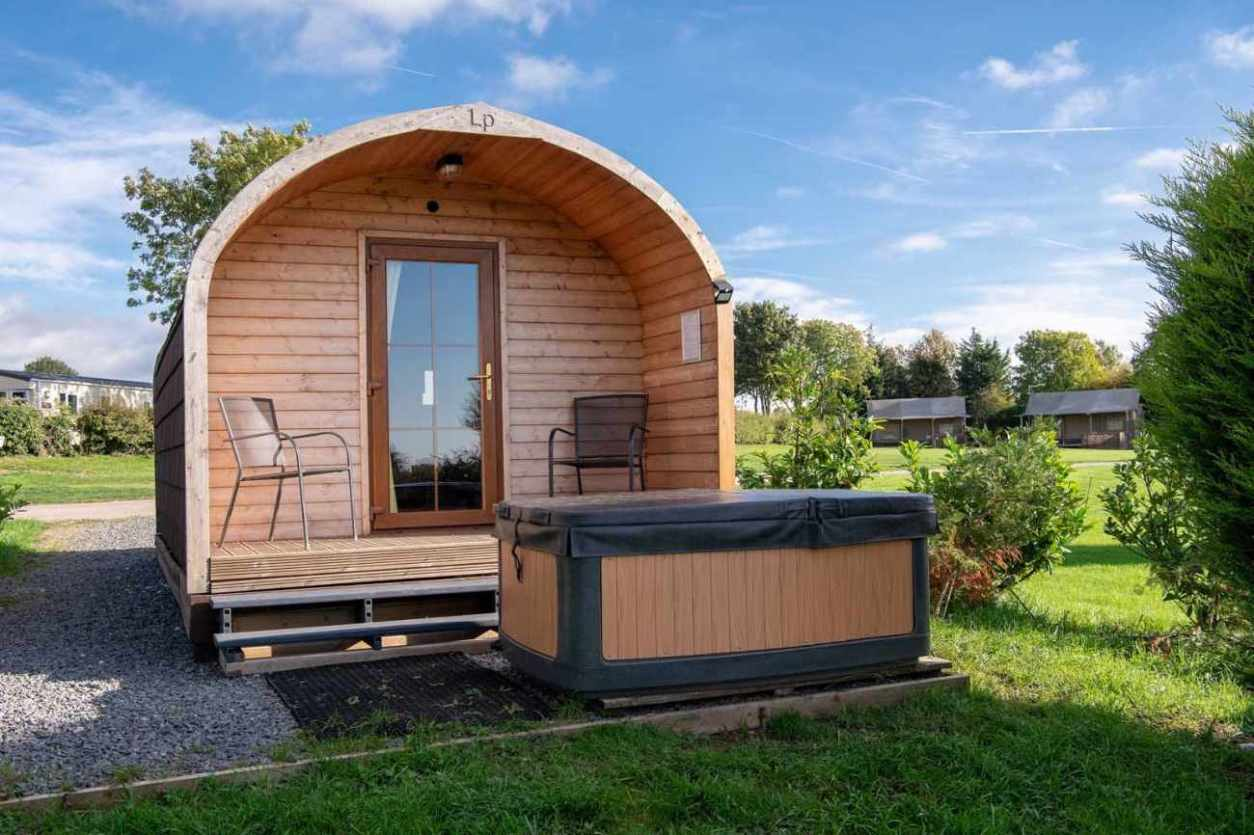 ashbourne-heights-pod-with-hot-tub-in-field