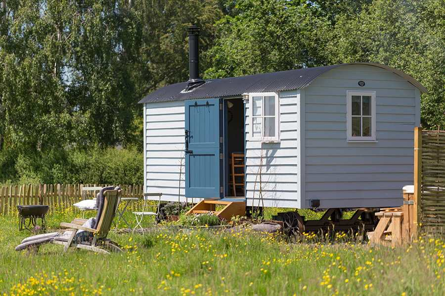 blue-spring-house-farm-shepherds-hut-in-field-glamping-derbyshire