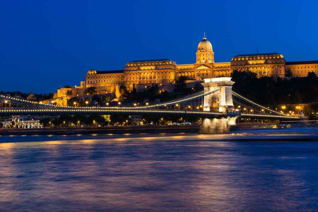 budapest-royal-palace-across-the-danube-river-at-night
